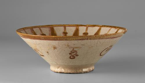 Beige bowl with a brown plain band around the rim, the exterior view of singular sections of the scrolling floral motif.