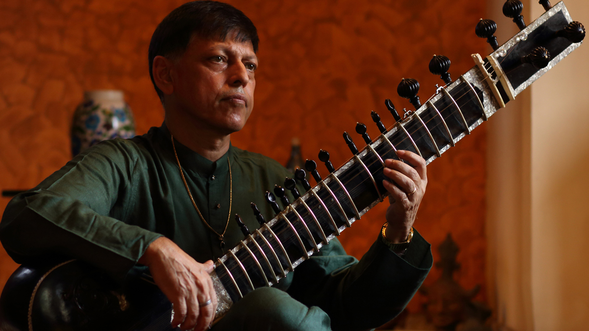 "<a href=""https://ticketing.agakhanmuseum.org/single/EventDetail.aspx?p=14754""><b>Sublime Sitar <br>with Pandit Budhatiya Mukherjee</b></a>"