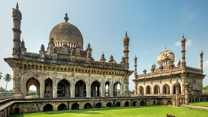 Islamic Architecture of the Deccan: The Bahmanis and the Adil Shahis